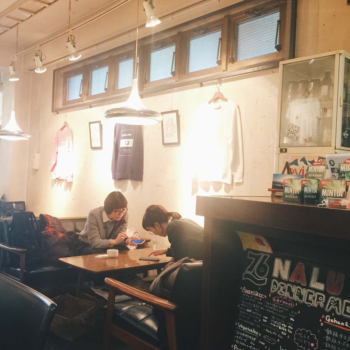 number76-nalu-cafe-salon-omotesando.jpg